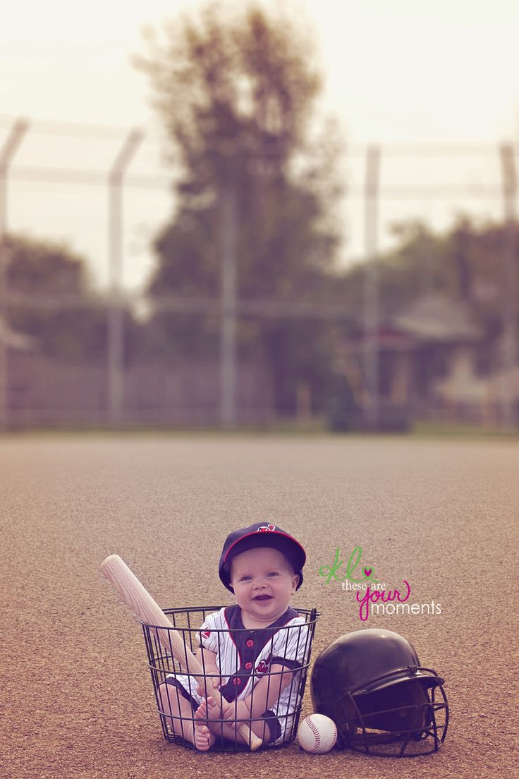 6 month old baby baseball @lisamarzphotography