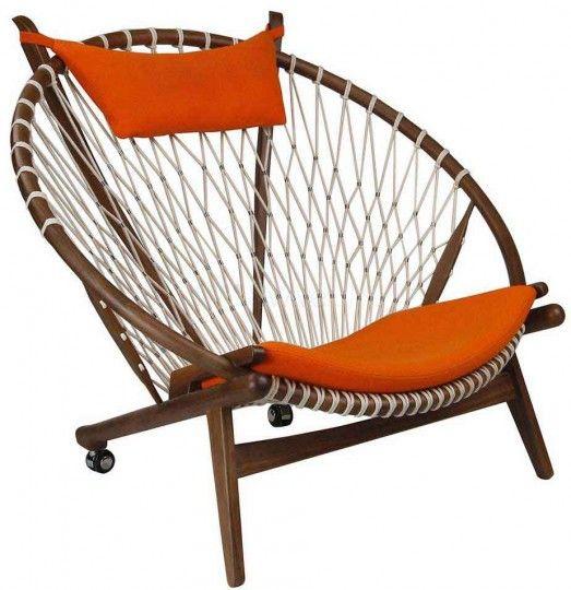 Hoop chair by Hans Wegner