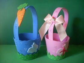 Mini cestinhas de Páscoa nas cores rosa ou azul...Muito cute!  Para meninas, coelhinhos, laços e florzinhas em biscuit  Para os meninos, coe...