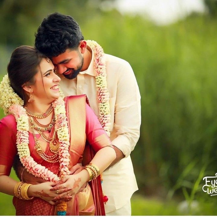 Pin By Anupama Aranchala On Couples Outfits For Wedding Hindu Wedding Photos Indian Wedding Photography Couples Wedding Couple Poses