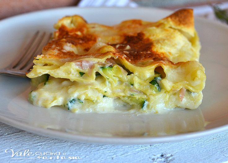 Lasagne con zucchine prosciutto cotto e provola facili e gustose, un primo piatto della domenica e per occasioni speciali, saporita e filante