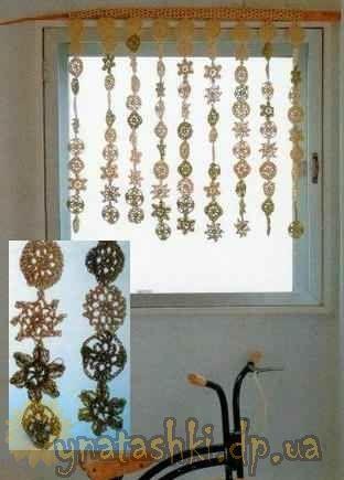 Függöny készült horgolt motívumok