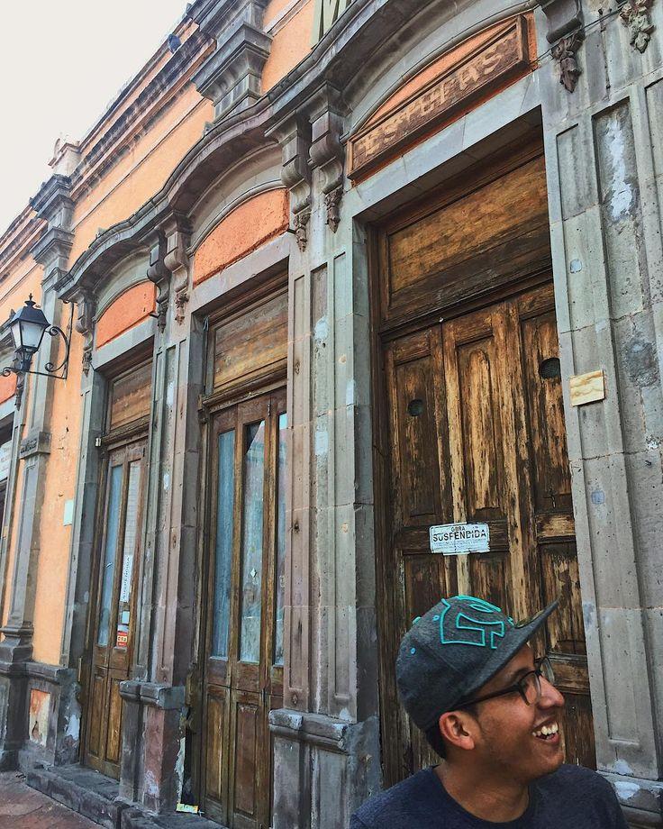 Visitando el Centro Histórico de Querétaro con muchos del equipo de Faith And Hope.  Todos conocen a mi amigo Romeo ( el es soltero para los que quieren saber ) Visiting the historic city center of Querétaro with some of the Faith And Hope team.  Everybody meet my friend Romeo (he is single if were wondering ) #queretaro #centrohistoricoqueretaro #downtownqueretaro #downtownlife #exploringmexico #lovemycountry #mexico #queretaromx #faithandhope #fundacionfaithandhope #tiempoconamigos…