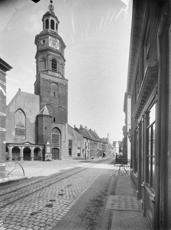 Nederlands Hervormde Kerk 1911 met tramlijn