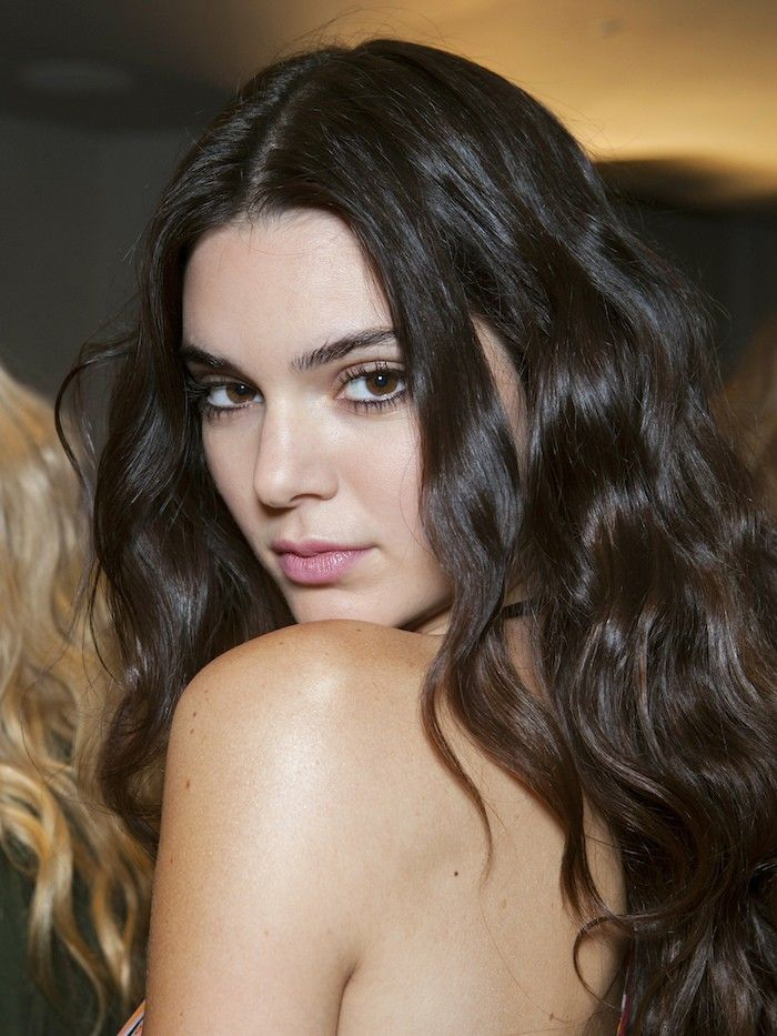 Alert: Kendall Jenner Just Chopped Off Her Hair via @ByrdieBeauty