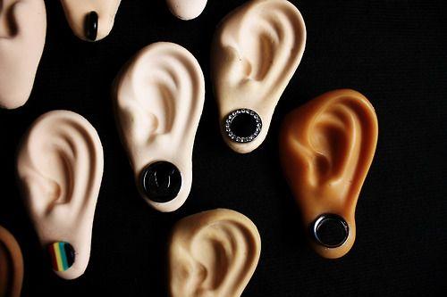 Orejas de látex para exhibir piercings   -- símil piel, lavables, magnéticas y de larga vida útil---