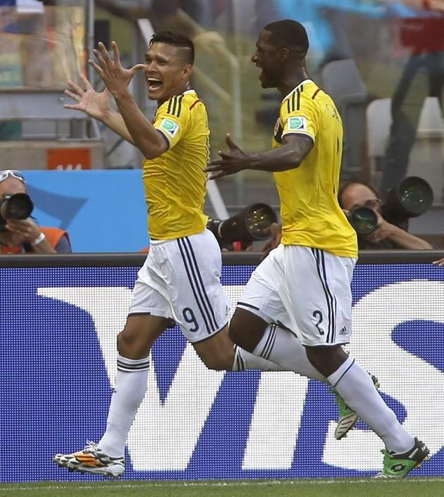 MUN05-92. BELO HORIZONTE (BRASIL), 14/06/2014.- El delantero colombiano Teófilo Gutiérrez (i) celebra con su compañero Cristian Zapata, el g...