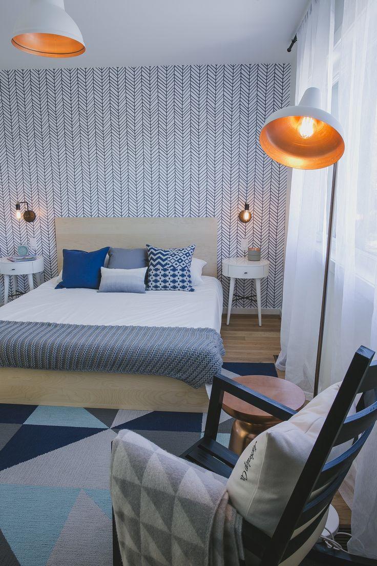 Chambre des maitres lit double lampe authentik chaise berçante de la maison modèle du projet immobilier Faubourg 1792 à Bromont