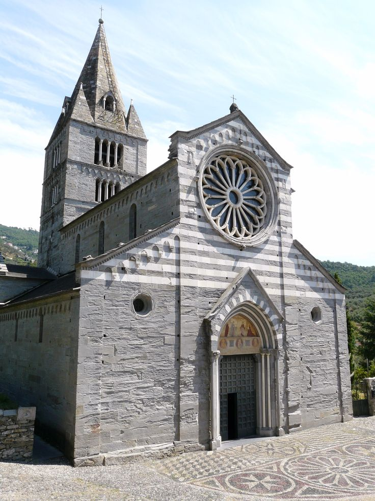 La Basilica dei Fieschi a San Salvatore di Cogorno, entroterra di Lavagna (GE)