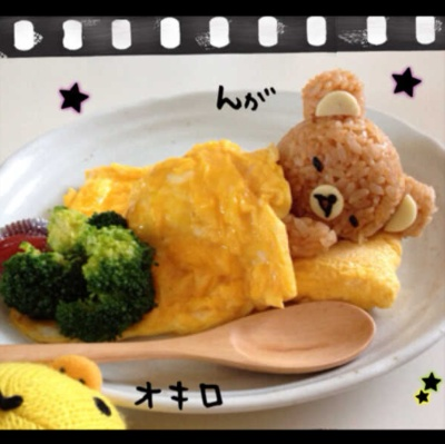 How friggin' cute is this? Rice bear with eggy blanket!(. This is so cute.