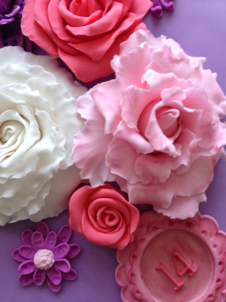 Fondant roses by Studio Roos