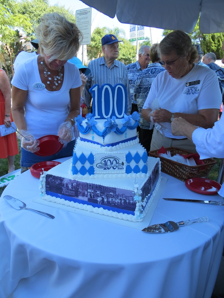 Here's the REAL Centennial Cake, complete with the same float design!