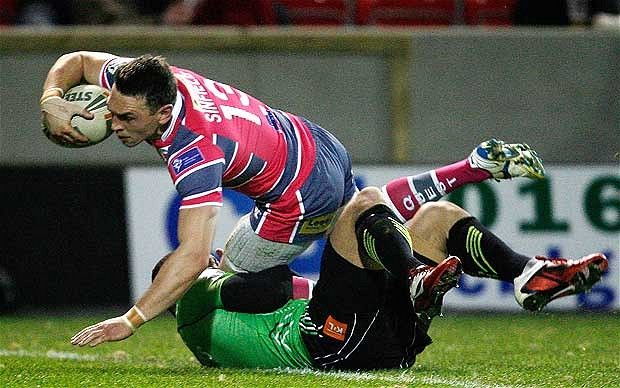 Kevin Sinfield scores.