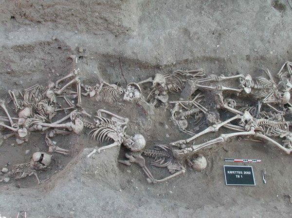Bubonic plague victims in a mass grave: The Great Plague of Marseille, France 1720-1721