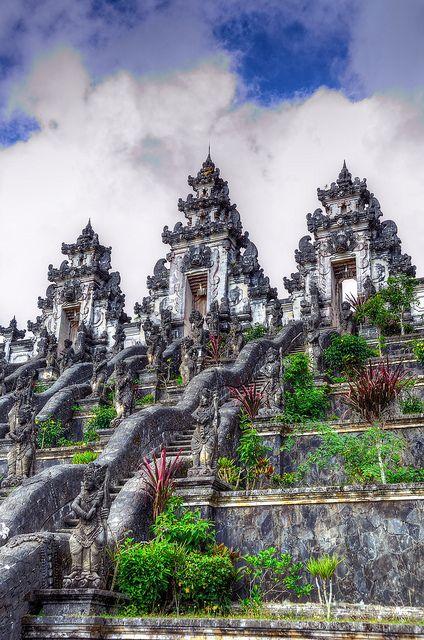 Quiero ver todas las templos en bali.