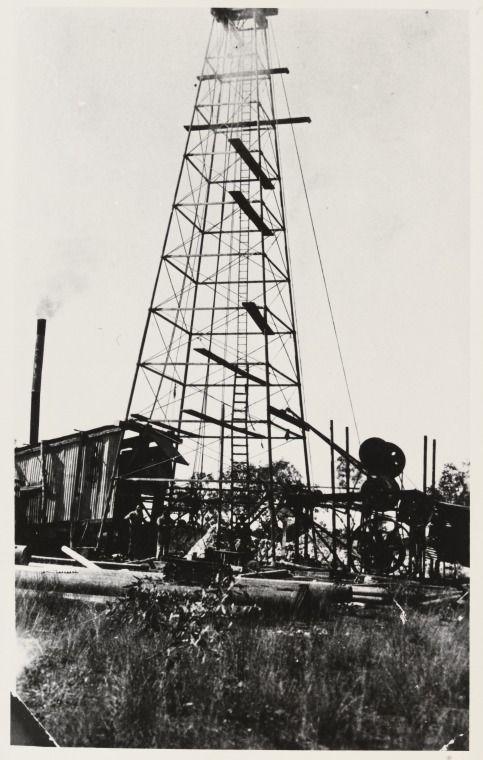 3904B/26: Freney Kimberley Oil Company oil platform, Pool Range, 1930 http://encore.slwa.wa.gov.au/iii/encore/record/C__Rb1960388?lang=eng