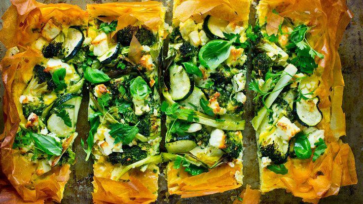Nydelig pai med brokkoli, squash og vårløk.