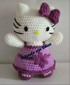 Hello Kitty Amigurumi Patrón Gratis en Español y con Videotutorial aquí: http://tejiendoconchico.blogspot.com.es/2014/01/hello-kitty-2.html
