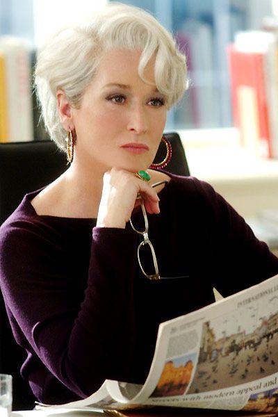 The Devil wears Prada, Miranda Priestly's (Meryll Streep) short white haircut. Short haircut for women over 50. // Le Diable s'habille en Prada: coiffure courte de Miranda Priestly (Meryl Streep). Coupe courte sur cheveux blanc pour femme de plus de 50 ans.