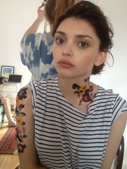 DIY temporary flower tattoo by makeup artist Verity Cumming Pick... (via Bloglovin.com )
