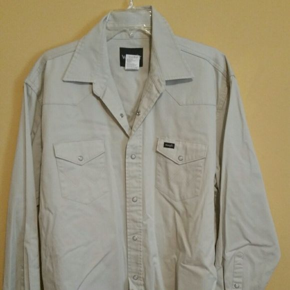 WRANGLER XLT men's shirt This is a very nice men's Wrangler XLT shirt. Wrangler Shirts