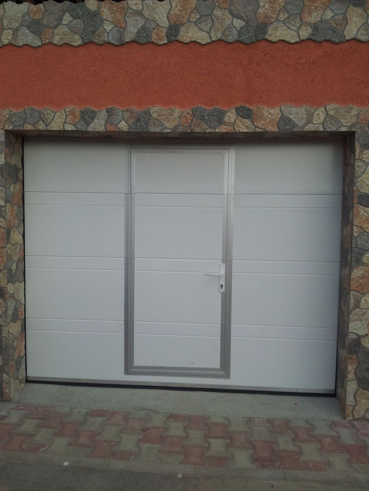 Usa de garaj sectionala Culoare: alb Model: cu linii http://www.usidegarajcluj.info