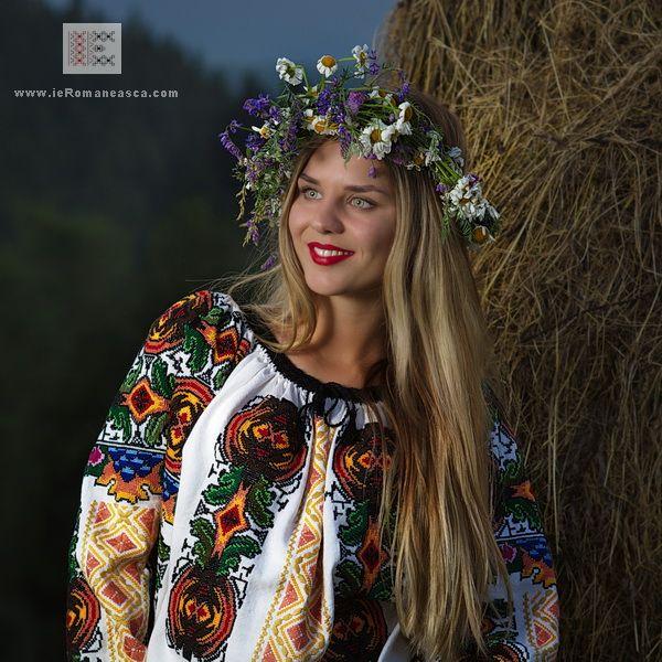 100% manually stitched Romanian Blouse from Bukovina -  Rumänische folklore bluse worldwide shipping #vyshyvanka #romanianblouse #ia #ieromaneasca #bohostyle #bohemian #fashion #embroidery #handmade