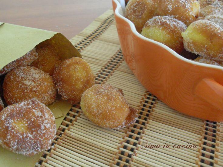 """Le frittelle di ricotta ricetta sarda dette Arrubiolus"""" sono dei dolcetti tipici sardi che vengono preparati nel periodo del carnevale"""