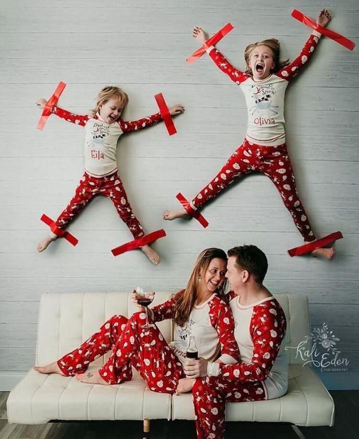 How to nail family Christmas photo? Fun photoshoot ideas