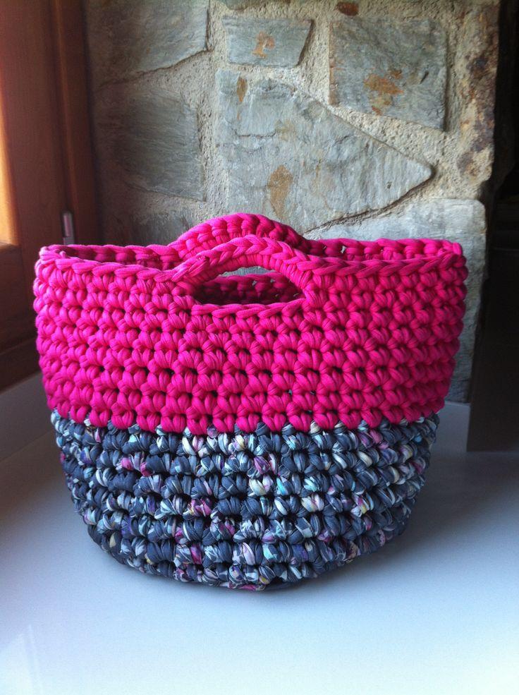 Handbag made with fabric yarn bolso de trapillo con asa - Tejer con trapillo ...