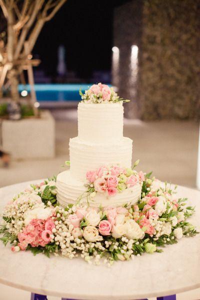 Gorgeous cake: http://www.stylemepretty.com/little-black-book-blog/2015/04/23/romantic-thailand-destination-wedding/ | Photography: Sandra Aberg - http://www.sandraaberg.com/