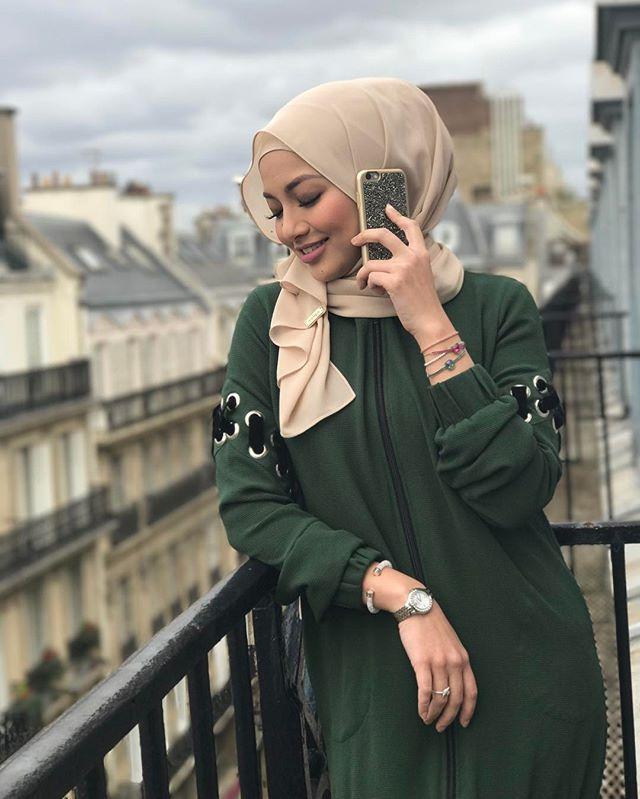 Neelofa Neelofa Hijab Lofa Bonjour Hello From The Other Side Wearing Swarovski For Today S Shoot Feel So Spa Hijab Fashion Fashion Muslim Women Hijab