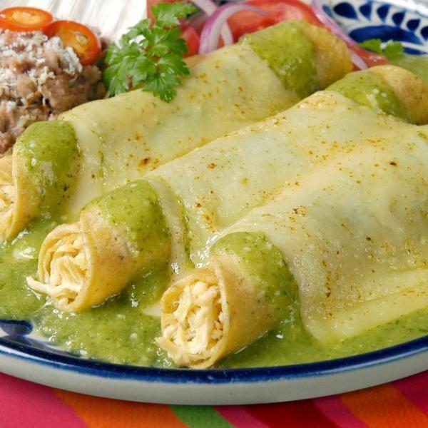 Aprende a preparar enchiladas suizas con esta rica y fácil receta.  Las enchiladas son uno de los platos más elaborados en México y se realizan con tortillas de maíz...