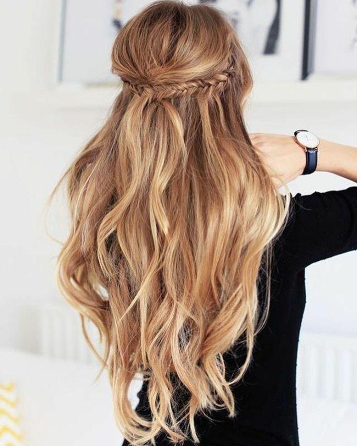 moderne Frisur lange Haare Flechtzopf Beach Waves