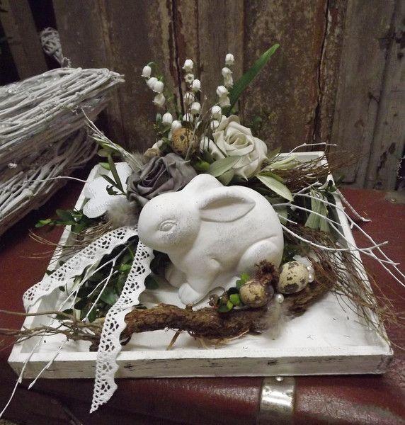 Osterdeko - Ostergesteck in Holzschale,weiß-grau,Hase,Landhaus - ein Designerstück von die-mit-den-blumen-tanzt bei DaWanda