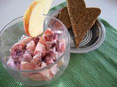 De haringsalade uit het kookboek KOCH! Duitse keuken anno nu is erg lekker en fris. De haringsalade met rode bieten is een absolute klassieker en bekend als