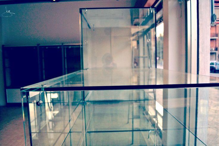 -6 anche se tutte le vetrine sono già sgombre, chissà chi le userà dopo. #cambiovita #nonsmettodifare