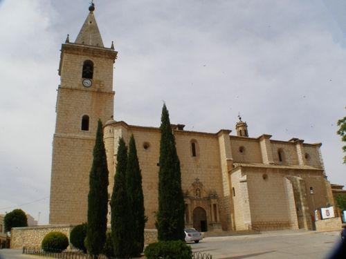 Papercraft building imprimible y armable de la Iglesia del Salvador de La Roda. Manualidades a Raudales.