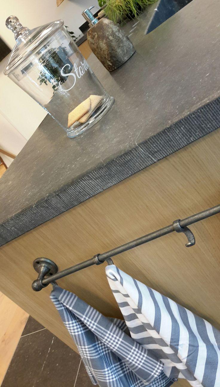 Handgemaakt Belgisch hardsteen aanrechtblad. Ook hand gefrijnd. 5 cm dik
