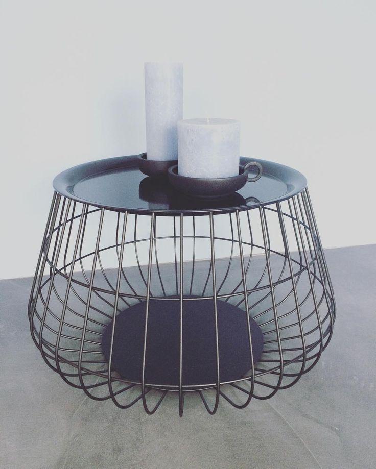 #kwantum repin: Bijzettafel FLORENCE > https://www.kwantum.nl/meubelen/tafels/bijzettafels/meubelen-tafels-bijzettafels-bijzettafel-florence-turquoise-1344049 @casatomasouw - Dankjewel @hemanederland voor kaarsen in EXACT dezelfde kleur als mijn muur! Tafeltje van @kwantum_nederland #grijsblauw #kwantum #hema #korf #bijzettafel #interieur #zwartwitwonen