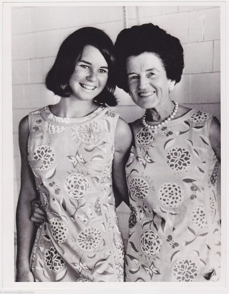 ROSE KENNEDY & KATHLEEN KENNEDY WEARING SAME DRESS VINTAGE NEWS PRESS PHOTO