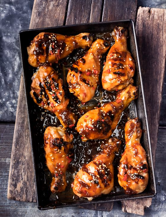 Barbecued chicken drumsticks with ginger barbecue sauce - Finger licking good!