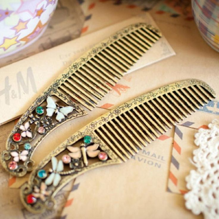 Retro Style Hairdressing Craft Hair Ion Beard Comb for Brushing Massage Health Care Random Colors 1 Piece