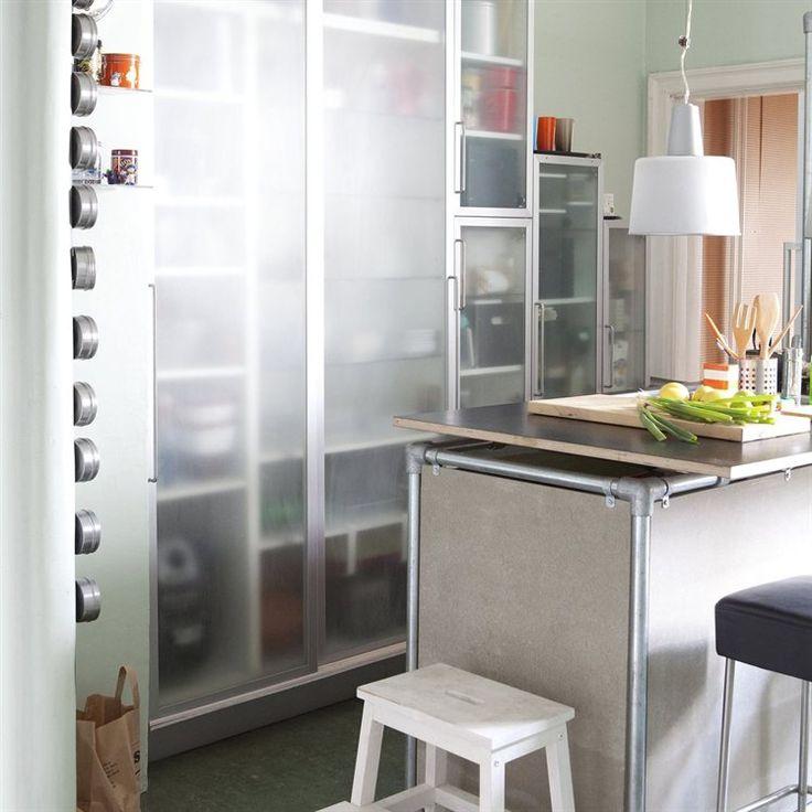 RUBRIK vitrinedeur 60,- 40x70cm. Helder glas/aluminium. BEKVÄM keukentrap/kruk 9,99 Beuken.