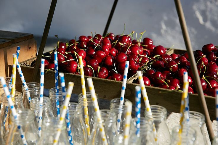 Juicy red cherries to cope with the summer heat!