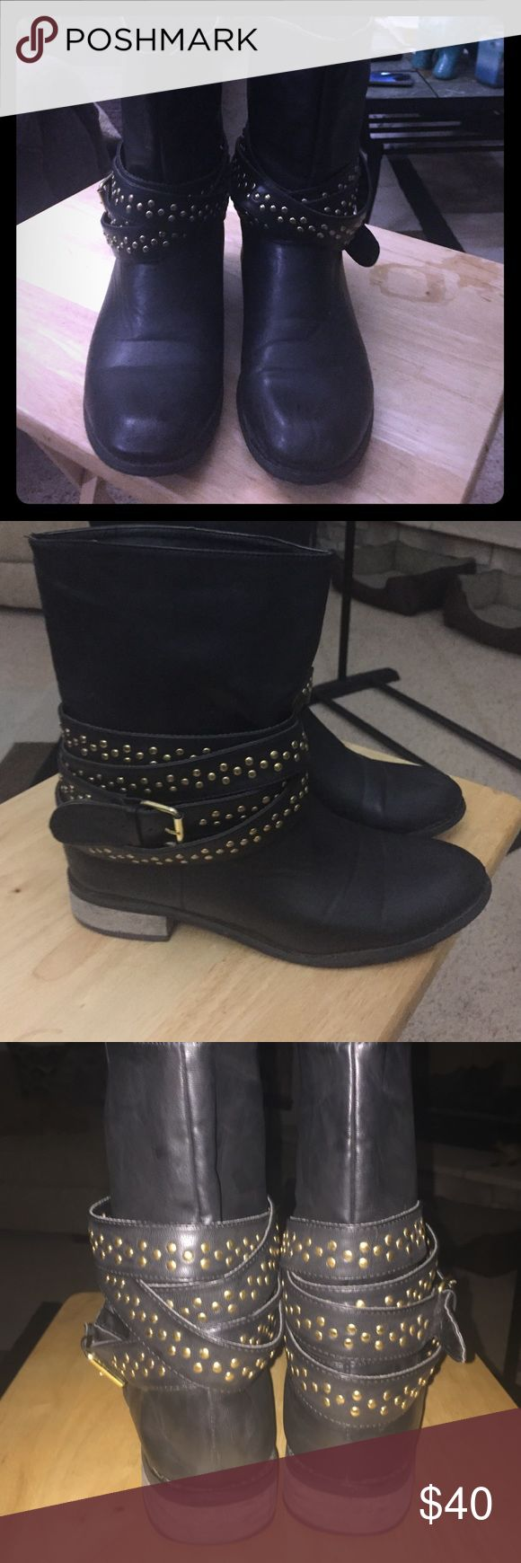 Super cute boots , I think I got them from Bakers 😍👸These are Super cute short boots . I hurt my foot from dropping something on it . They have been so swelled up cuz I'm favoring one .😏They say Yudi size 10 inside . I think I got them from Bakers . They were worn once or twice . As you can see there in great condition . Super CUTE . 👸I remember getting compliments on them when I wore them . Can't go wrong go with everything . 🎁💝📦 Yudi  Shoes Ankle Boots & Booties