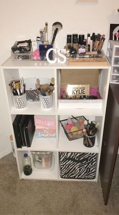 Make-up Shack Mariah um Make-up Bag Dollar Tree; Makeup Organizer für Wandhal …   – DIY