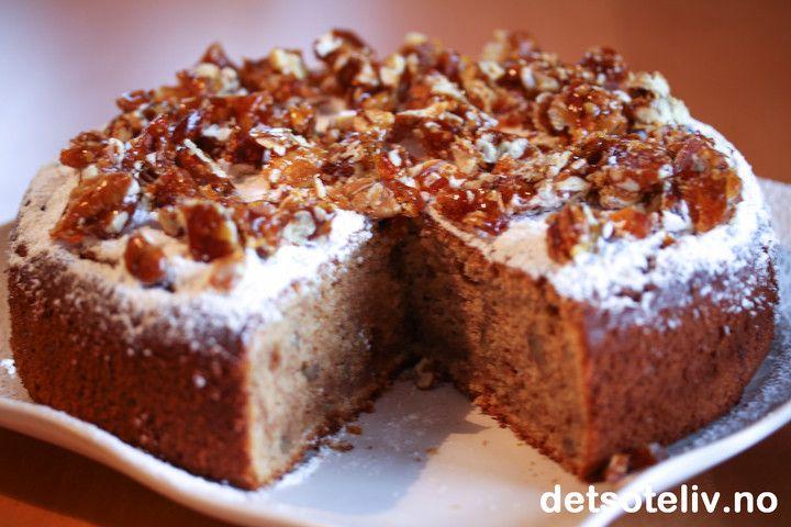- Kanelkake med karamelliserte pekannøtter - bytt ut valnøtter i kaken med karamelliserte pekannøtter - karamellisere med maple sirup og toppe kaken med nøtter før steking? Evt tilsette eplebiter stekt med kanel/whisky?