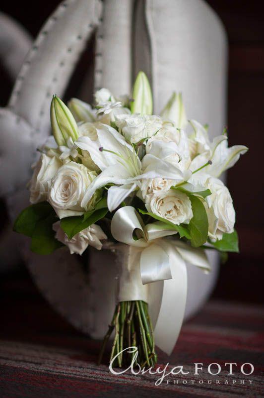 anyafoto.com, wedding bouquet, bridal bouquet, white bouquet, white roses, blush roses, rose bouquet, lilies