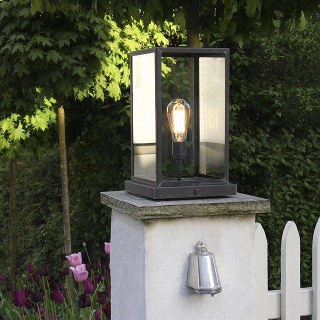 Portsolpelampe i glass og værbitt messing kr. 8.780,- og Mast Light i polert aluminium kr. 2.820,-  Titt innom nettbutikken for flere utelamper! www.lampestudio.no #lampestudiono #utelamper